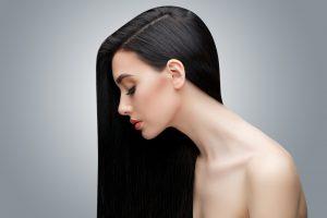 黒髪の外国人女性